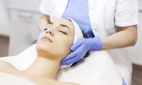Model getting a Hydrafacial