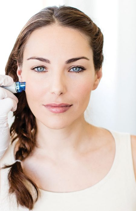 model getting Hydrafacial